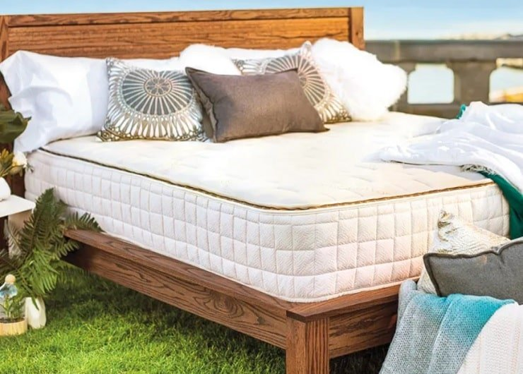 The Naturepedic EOS Classic Organic Mattress.