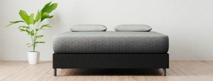 The Zoma Hybrid Mattress.