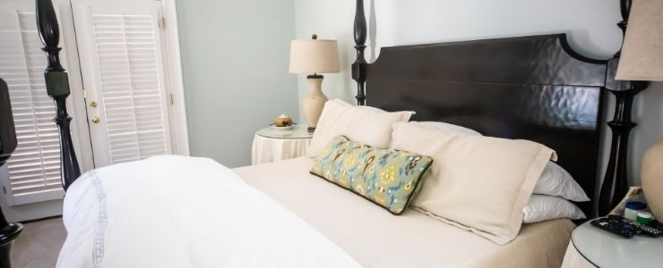Cherry Wood Bedroom Furniture Decor Design.