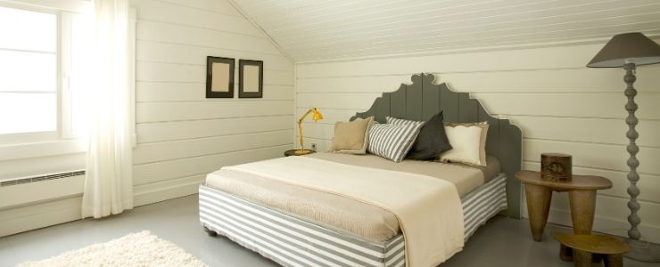 Attic Bedroom With Cottage Theme