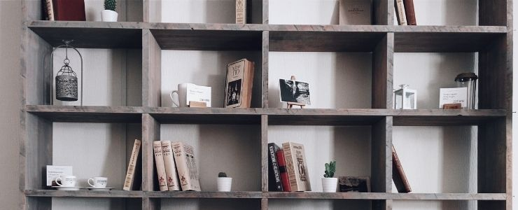 Bookshelves With Inner and Outer Contrast