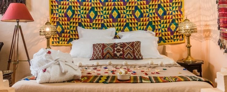 African Themed Bedroom With African Tapestry