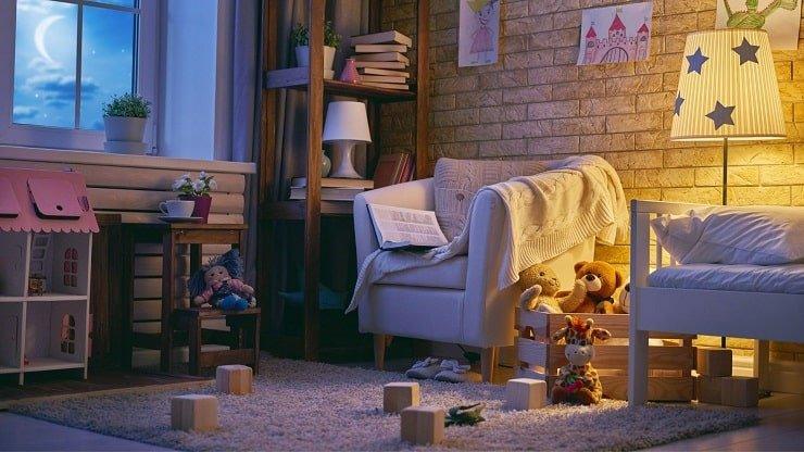 Kid's Small Bedroom With Relaxing Floor Lamp