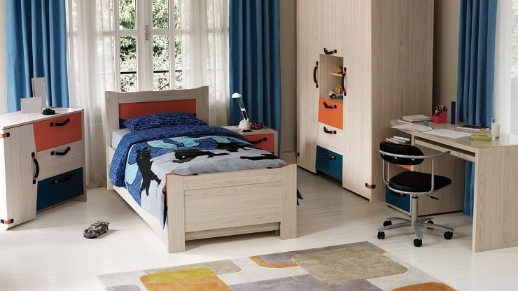 Kid's Small Bedroom With Stylish Color Scheme
