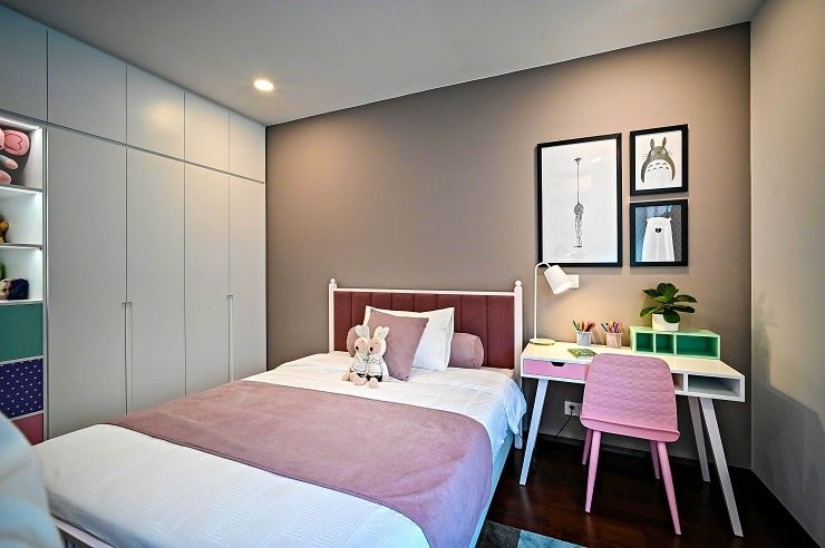 10 Year Old Girl's Bedroom With Thought Out Planning