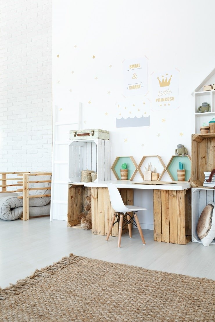 10 Year Old Girl's Bedroom With Crates