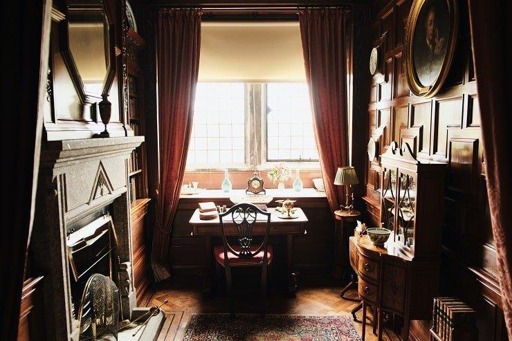 Dark Academia Bedroom Accessory Placement