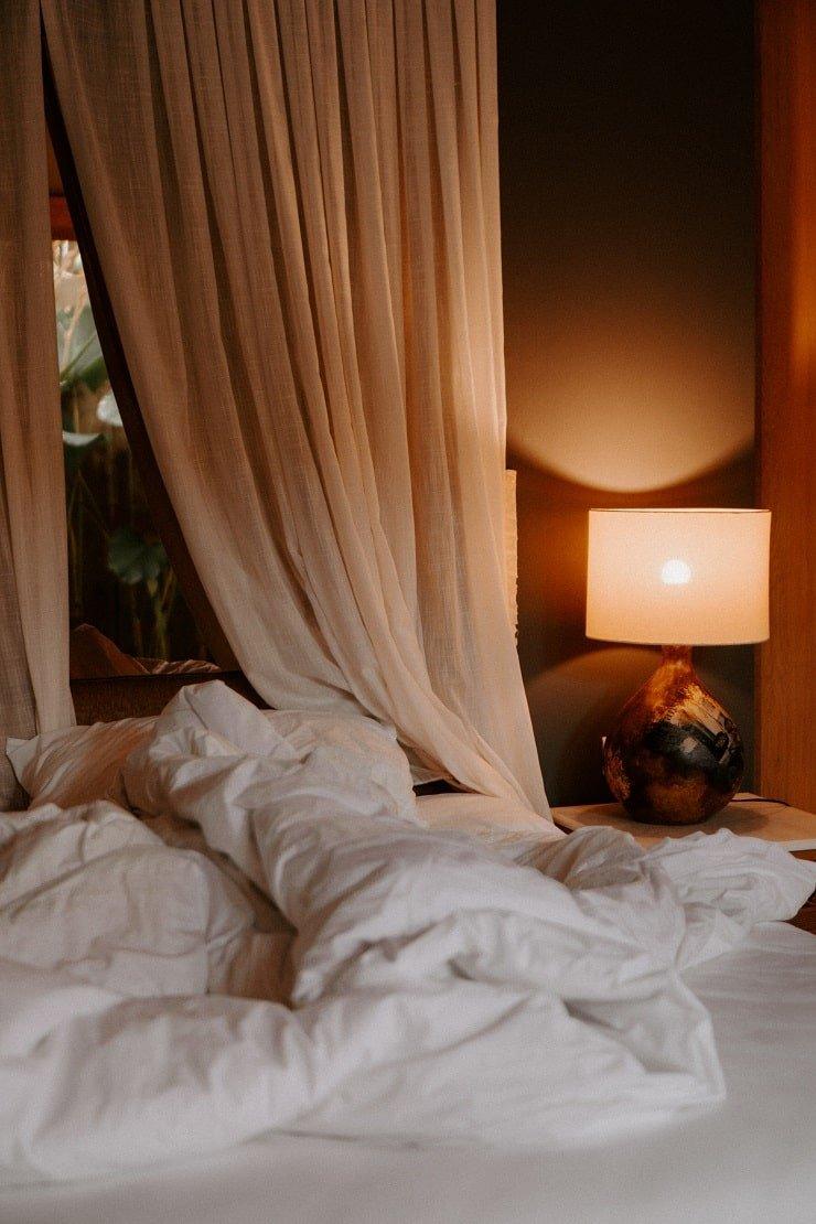 Dark Academia Bedroom Lighting